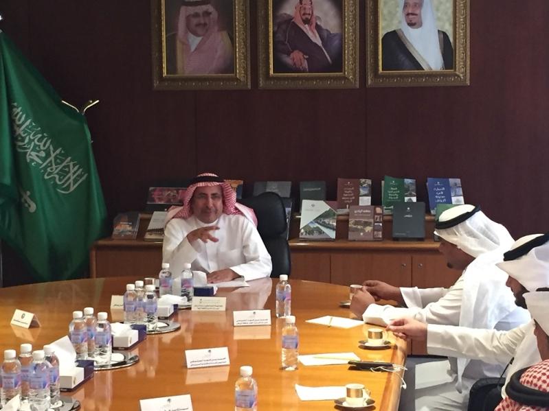 امين مدينة الرياض يستقبل مدير عام فرع وزارة العمل بمنطقة الرياض للتباحث حول الاعمال المشتركة  (2)
