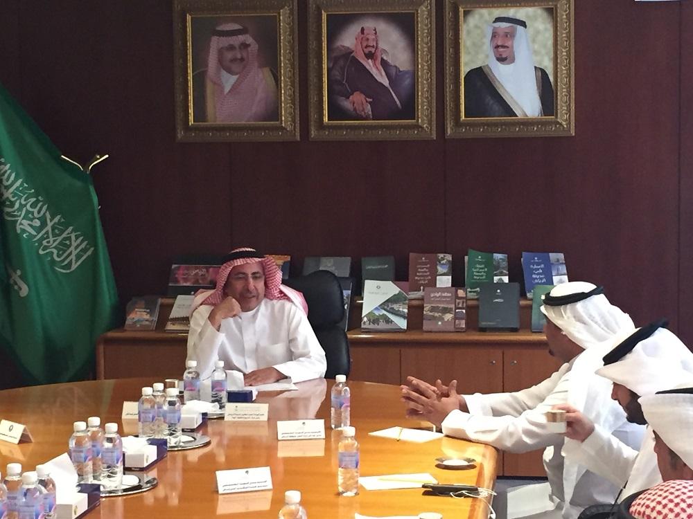 امين مدينة الرياض يستقبل مدير عام فرع وزارة العمل بمنطقة الرياض للتباحث حول الاعمال المشتركة  (3)