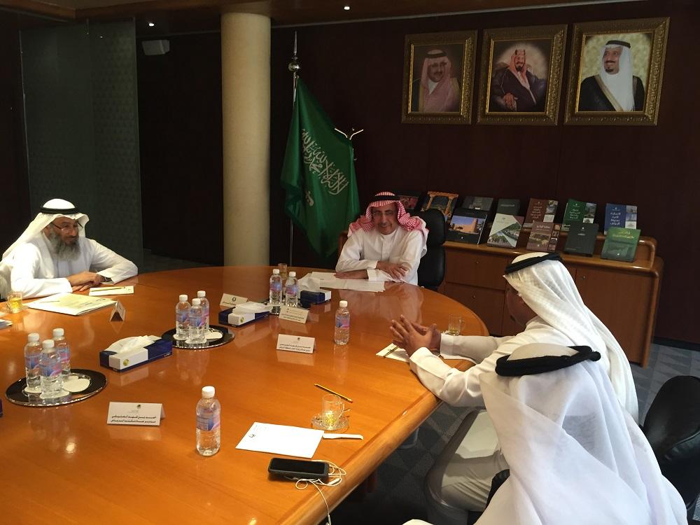 امين مدينة الرياض يستقبل مدير عام فرع وزارة العمل بمنطقة الرياض للتباحث حول الاعمال المشتركة  (8)