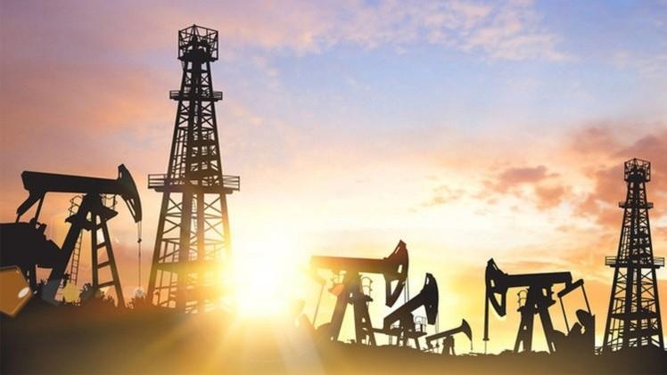 النفط يهبط لما دون 60 دولارًا تحت وطأة ارتفاع المخزون