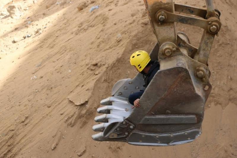 انتشال جثة عامل احتجز بداخل حفرة في #مكة1