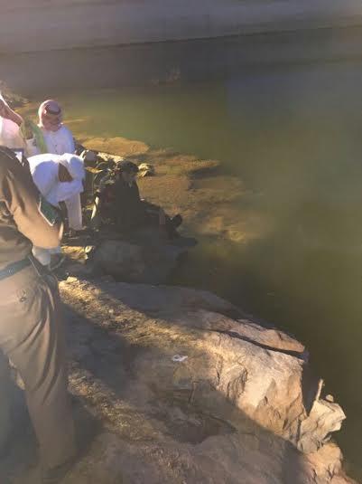 انتشال جثة عشريني بسد وادي تريمة في #نجران1