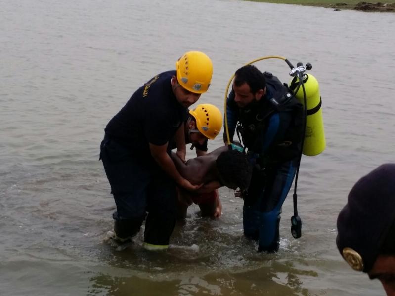 انتشال جثة فريق إفريقي من بحيرة سد وادي جازان (1)