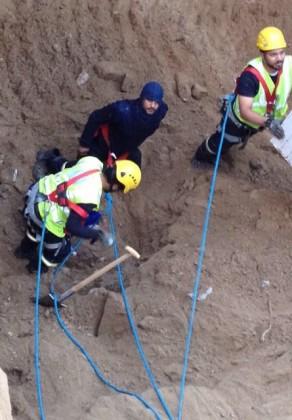 انتشال جثتين رجلوطفل (4)