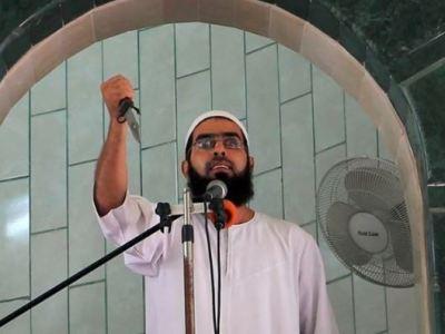 خطيب جمعة يُشهر سكيناً ويعلن انطلاق #انتفاضة_الطعن - المواطن
