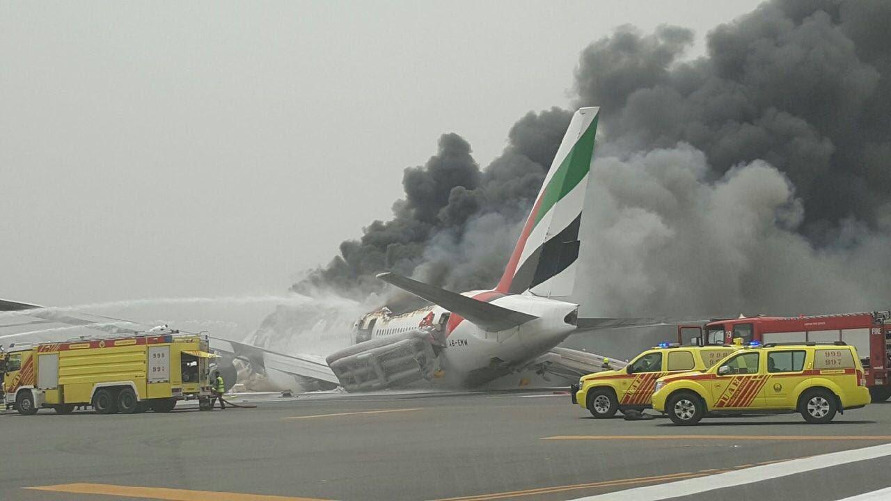 اندلاع حريق بطائرة إمارتية قادمة من الهند