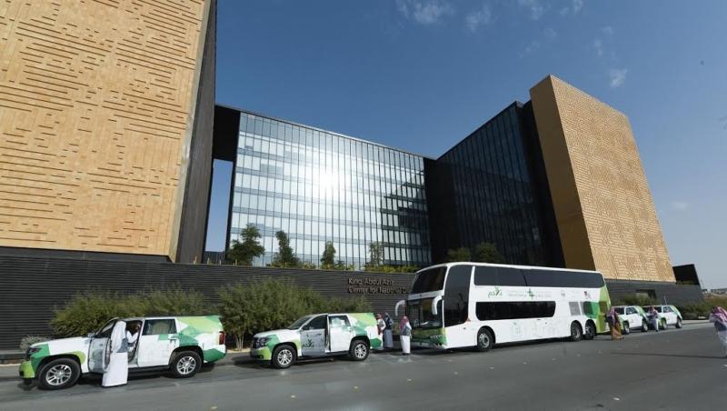 """انطلاق قافلة """"تلاحم"""" من مقر الحوار الوطنيّ بالرياض في طريقها إلى جازان (93963494) """
