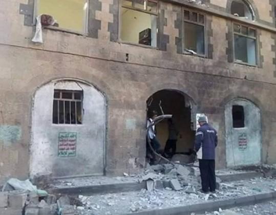 انفجار يستهدف مقرا للحوثيين في شارع 16  (1)