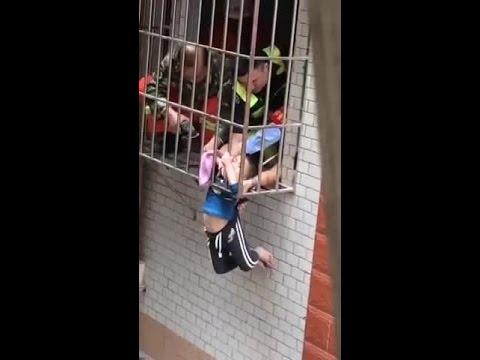 انقاذ طفل صغير