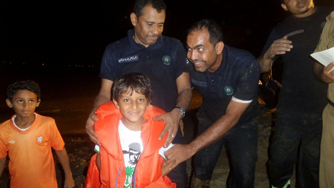 انقاذ عائلة محتجزة بـالريان (5)