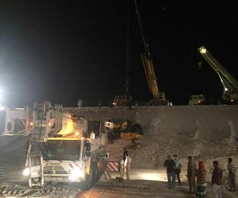 انقاذ عامل اسيوي احتجز خمس ساعات بحادث سير بالدمام (3)