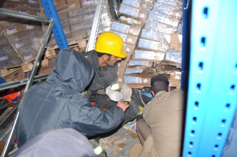 انقاذ مقيم اسيوي من ثلاجة2