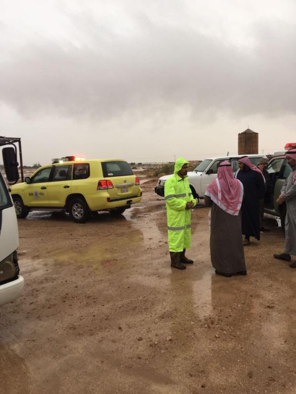 انقاذ 11 شخصا حاصرت المياه منزلهم في القصيم2