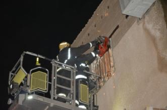 بالصور.. إنقاذ 3 أطفال من انهيار سقف مبنى شعبي في جدة - المواطن