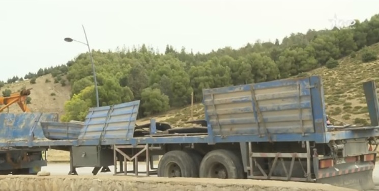 انقلاب شاحنة محملة بالجزر في المغرب