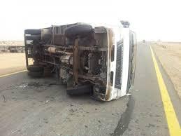 انقلاب شاحنة دقيق ووفاة سائقها بالطائف - المواطن