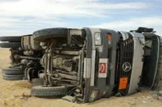 انقلاب شاحنة يغلق جميع مسارات طريق السيل باتجاه مكة - المواطن