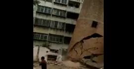 فيديو مروع.. انهيار برج على عاملين أثناء هدمه