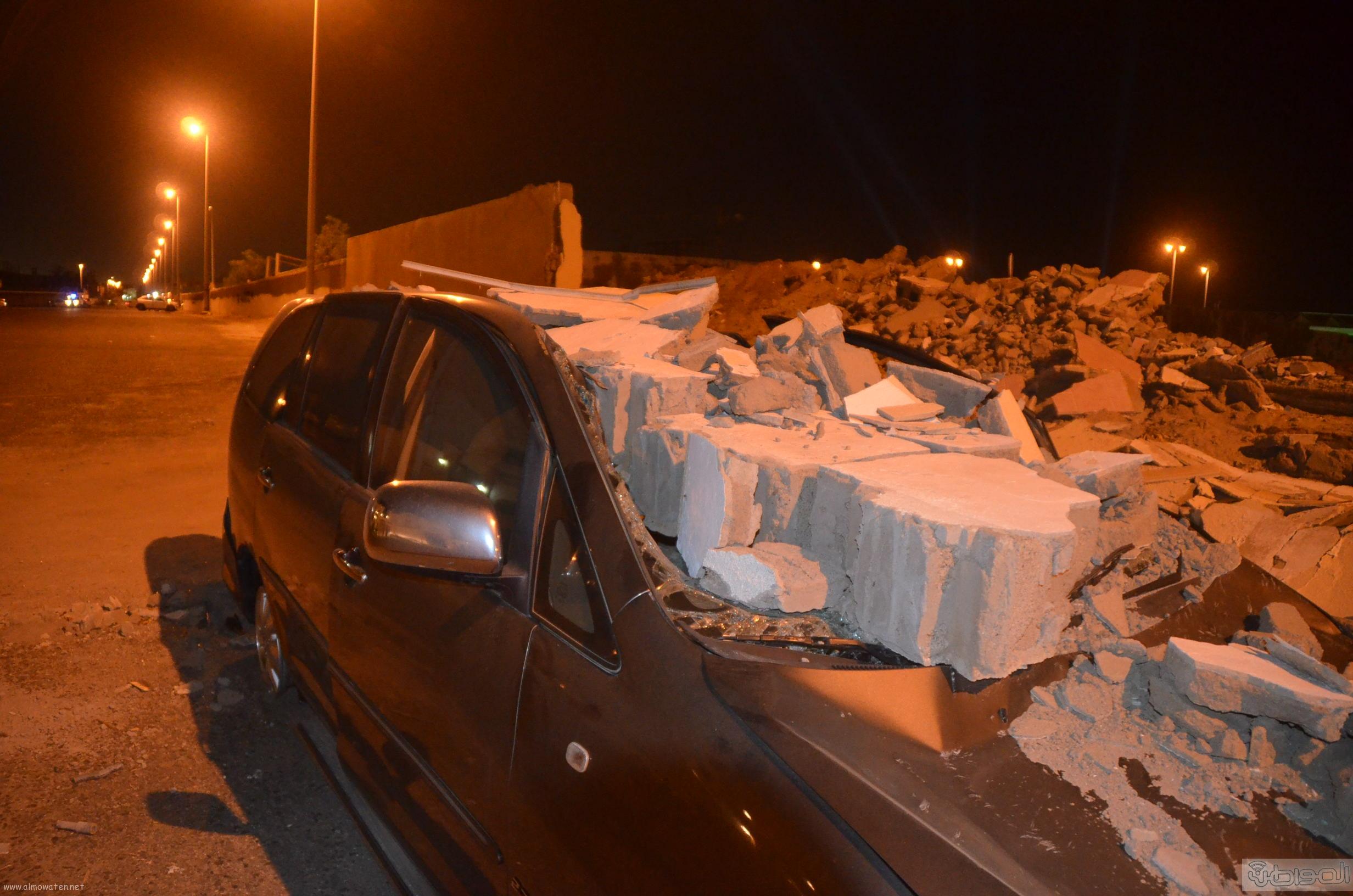 انهيار-جدار-علي-سيارة-بجدة (2)