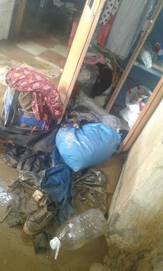 انهيار منزل أسرة وتشتيها أفرادها في السلامة في السلامة السفلى بسبب الأمطار