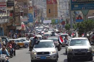 شاهد.. أهالي #تعز يحتفون بتحرير مدينتهم وشكر التحالف شعارهم - المواطن