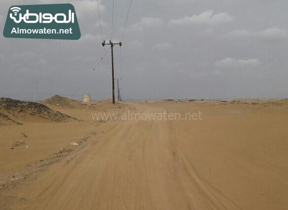 اهالي راكة بالبرك بعسير يشكون من سوء الطريق وزحف الرمال (1)