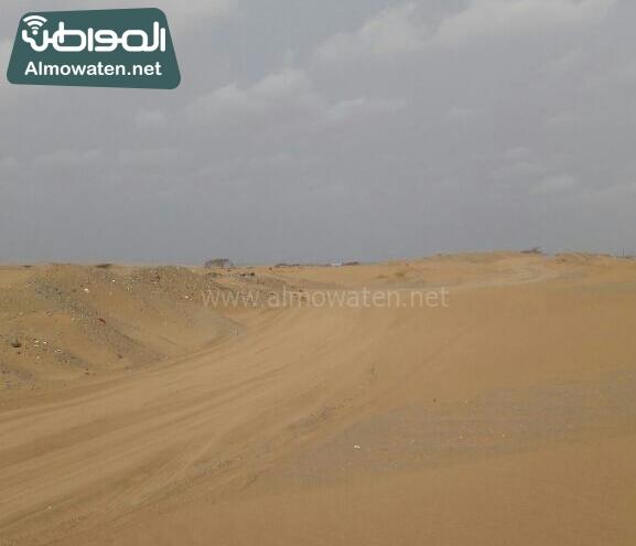 اهالي راكة بالبرك بعسير يشكون من سوء الطريق وزحف الرمال (2)