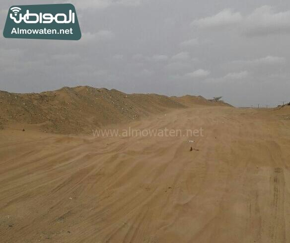 اهالي راكة بالبرك بعسير يشكون من سوء الطريق وزحف الرمال (3)