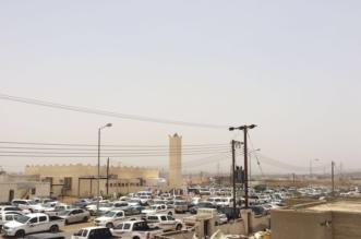 أهالي سبت الجارة يُصَلّون تحت أشعة الشمس الحارقة ويناشدون بناء مسجد جديد - المواطن