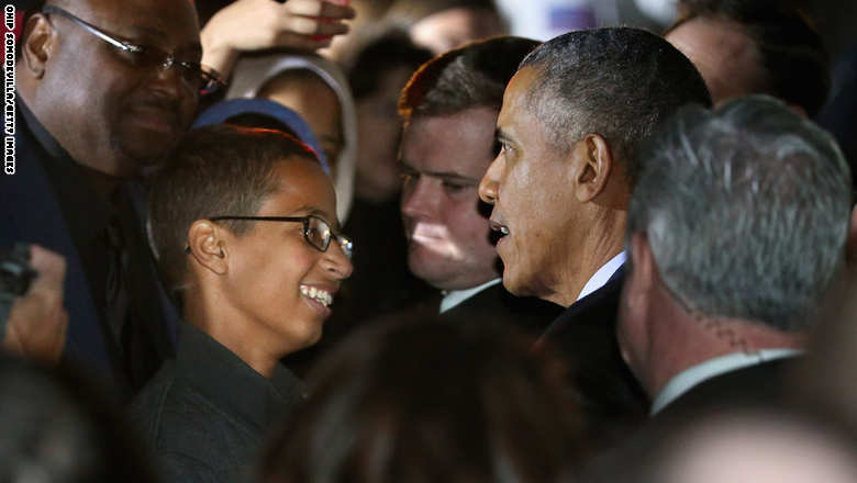 WASHINGTON, DC - OCTOBER 19:  U.S. President Barack Obama (2nd R) talks with 14-year-old Ahmed Mohamed (C) during the second Astronomy Night on the South Lawn of the White House October 19, 2015 in Washington, DC. Invited to the White House for the science event, Mohamed was handcuffed and questioned by police last month when he brought a homemade electronic clock to class at MacArthur High School in Irving, TX, and officials mistook it for a bomb.  (Photo by Chip Somodevilla/Getty Images)