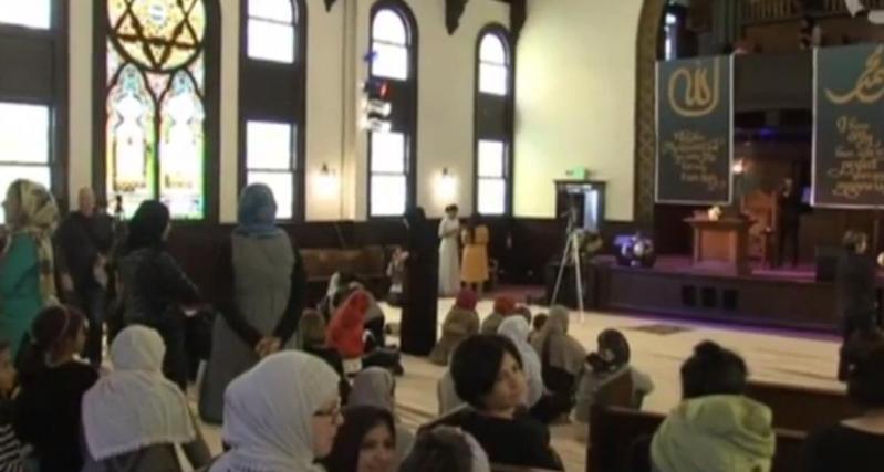 اول مسجد تؤم فيه امرأة بالدنمارك