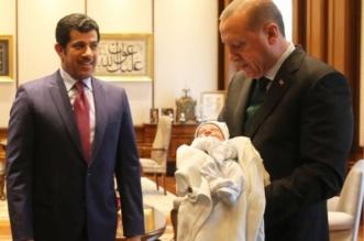 أردوغان يؤذن في أذن تميم الصغير مولود السفير القطري ! - المواطن