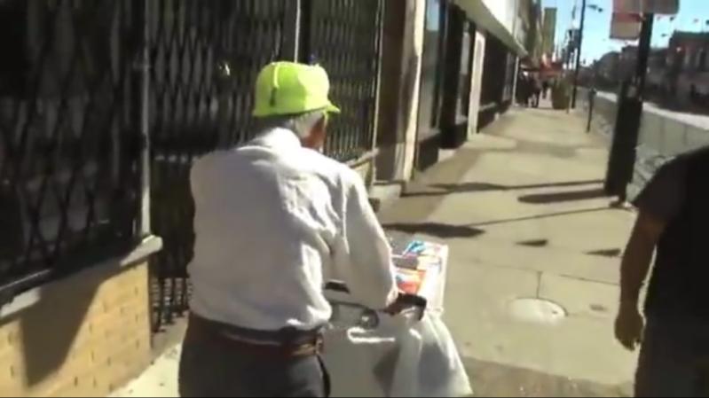 بائع مثلجات عجوز