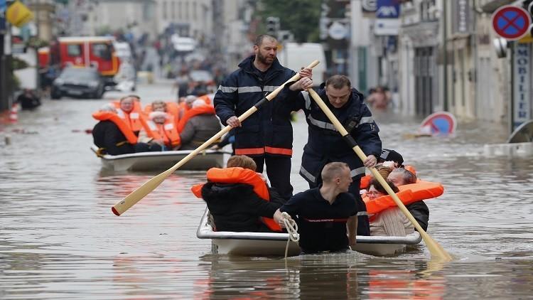 باريس تغرق  إجلاء ٥٠٠٠ شخص (1)