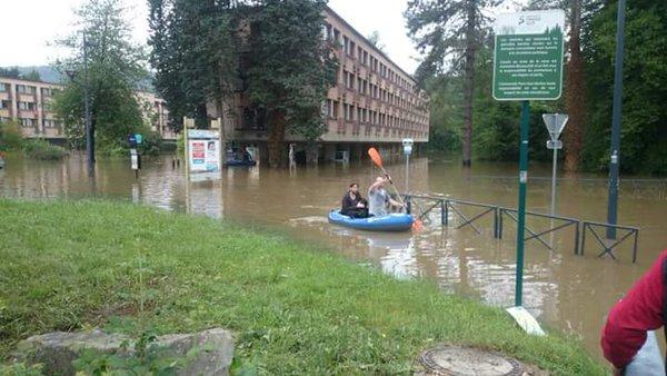 باريس تغرق  إجلاء ٥٠٠٠ شخص (5)
