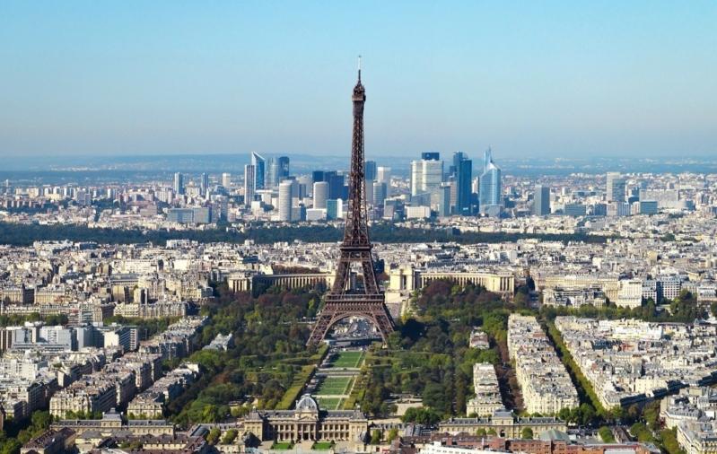 ترجيح فرضية الإرهاب في هجوم باريس وإصابة 4 أشخاص