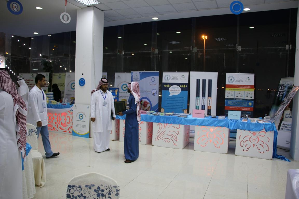 #بالحارث يدشن المعرض المصاحب لفعاليات اليوم العالمي للسكري بنجران (4)
