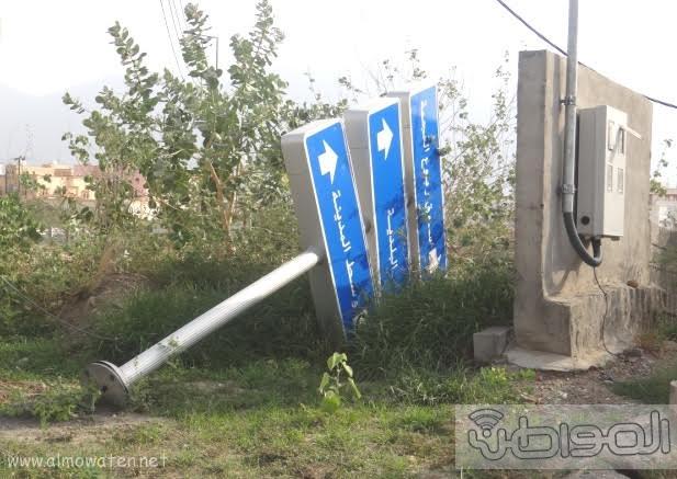 بالصور حفر ولافتات تبين إهمال البلدية للطريق الرئيسي ببارق5