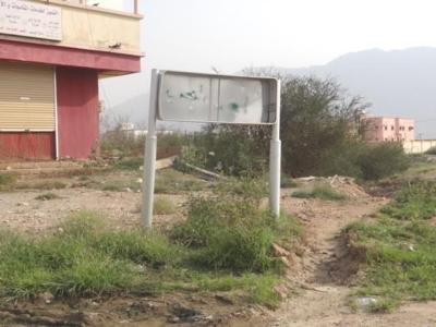 بالصور حفر ولافتات تبين إهمال البلدية للطريق الرئيسي ببارق6