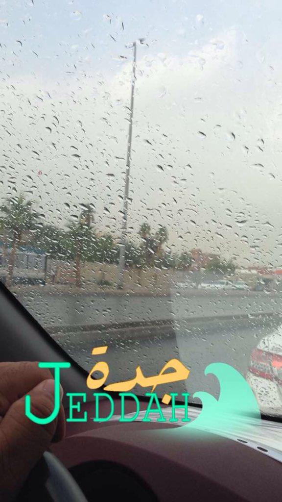 بالصور.. #أمطار_جدة تبدأ جولة جديدة وسط مخاوف المواطنين (2)