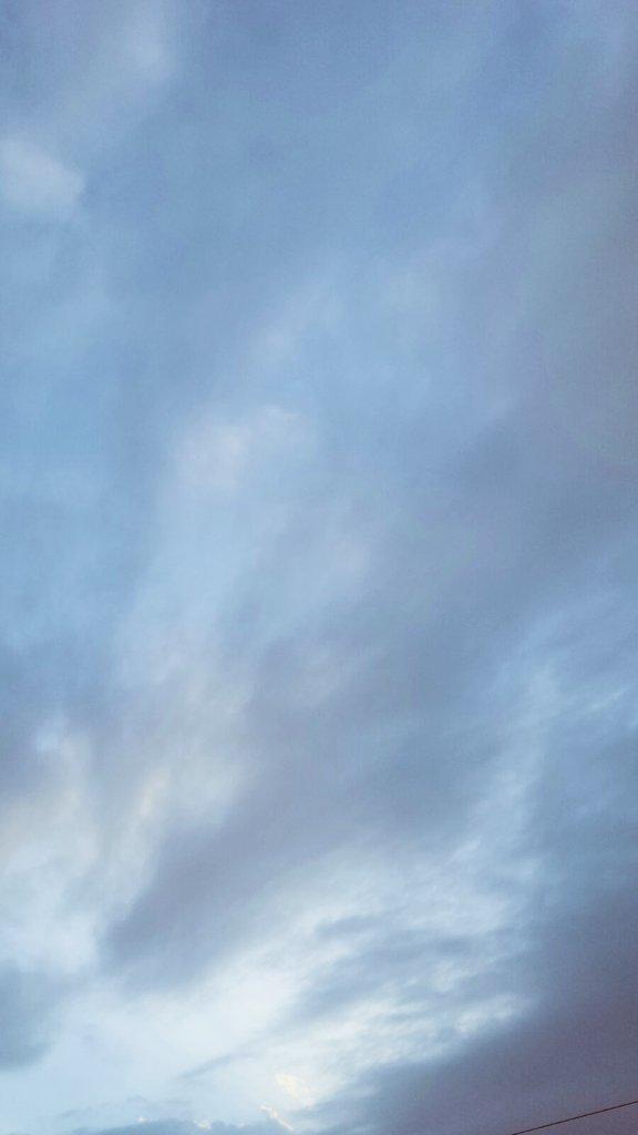 بالصور.. #أمطار_جدة تبدأ جولة جديدة وسط مخاوف المواطنين (4)