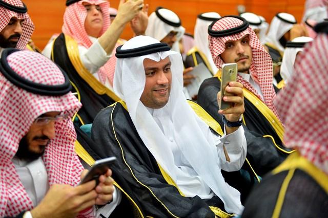 بالصور.. أمير الرياض يُخرج طلاب كليات الشرق العربي (14)