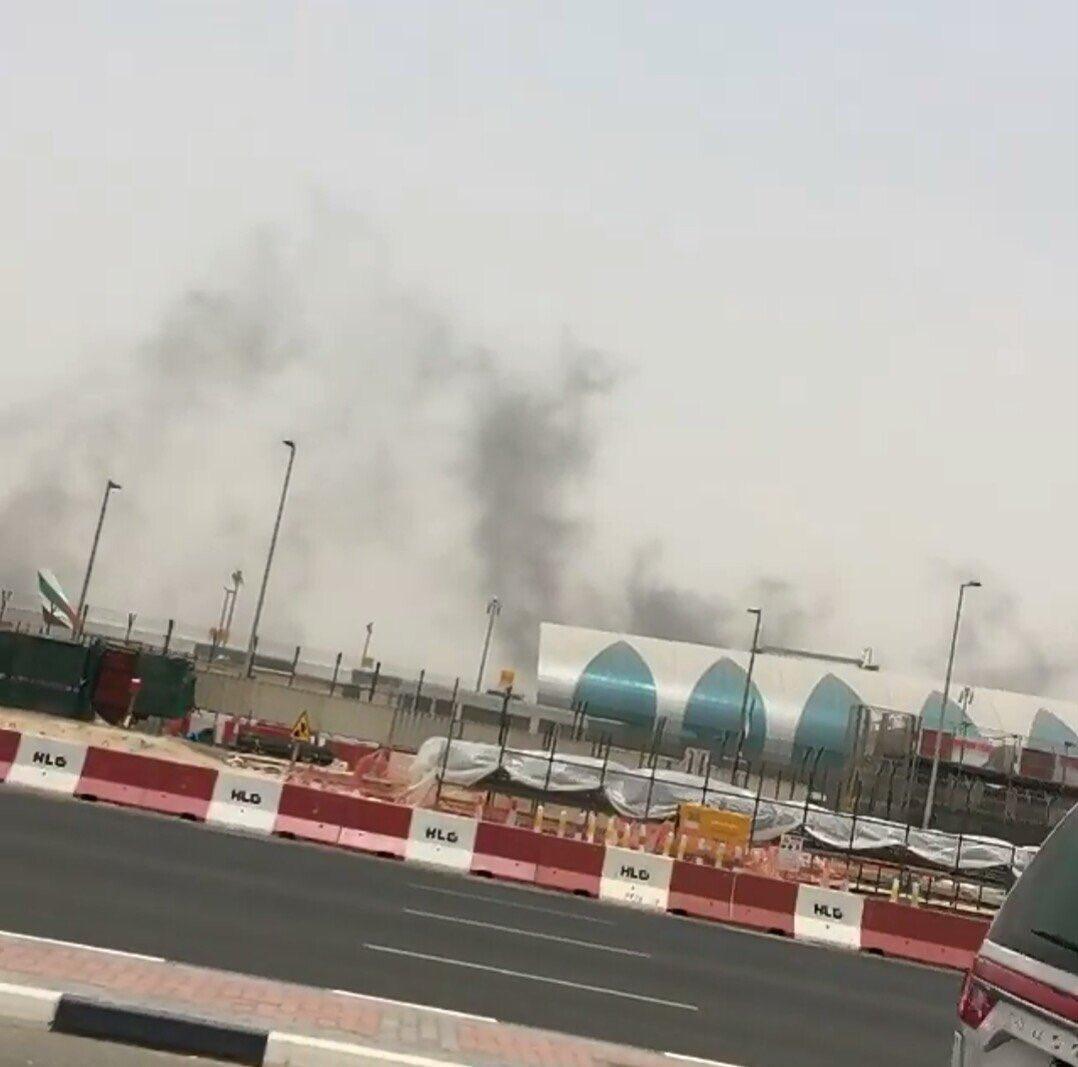 بالصور.. اندلاع حريق بطائرة إمارتية قادمة من الهند (3)