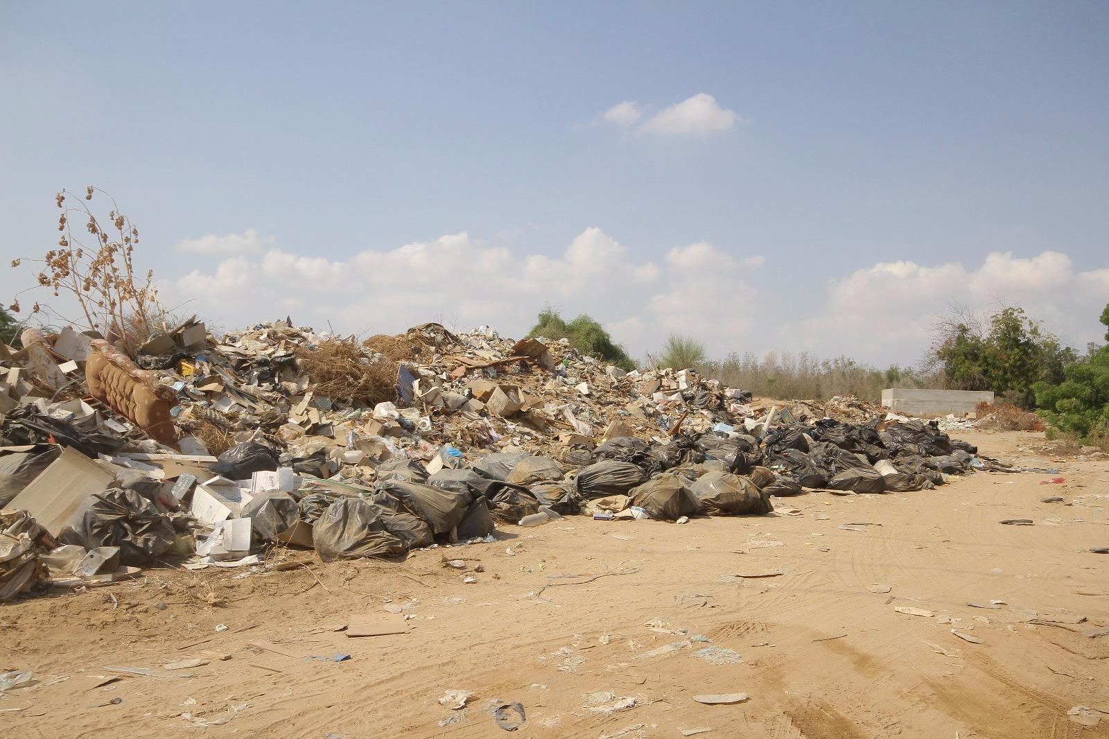 بالصور.. بلدية #القوز تُغلق 60 محلاً تجارياً مخالفاً (2)