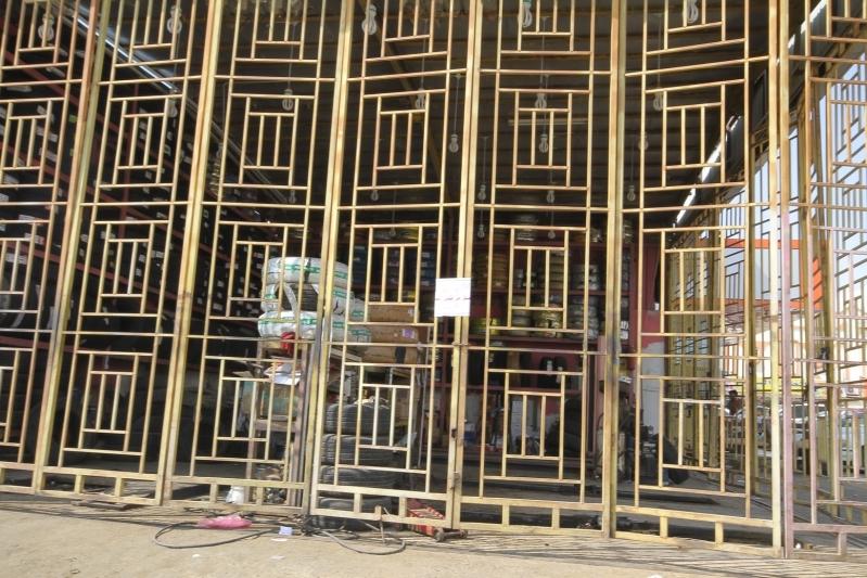 بالصور.. بلدية #القوز تُغلق 60 محلاً تجارياً مخالفاً (3)