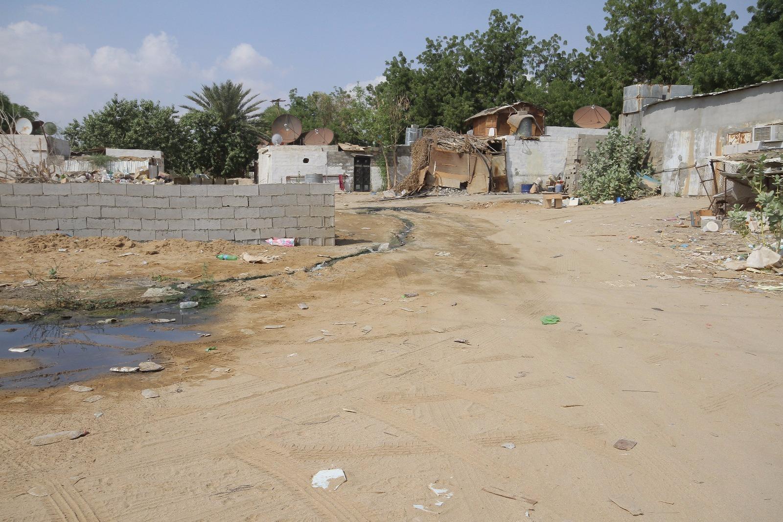 بالصور.. بلدية #القوز تُغلق 60 محلاً تجارياً مخالفاً (4)