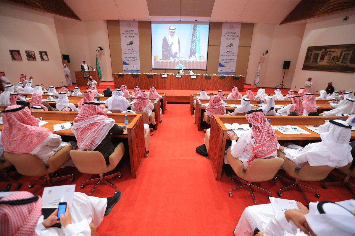 بالصور.. تدشين حساب برنامج الملك سلمان لتنمية الموارد البشرية على تويتر (2)