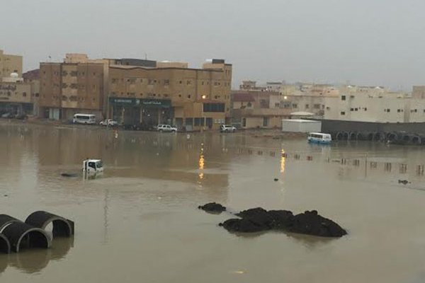 بالصور.. #سابغة تحول شوارع المملكة إلى مغاطس (3)
