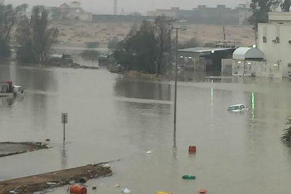 بالصور.. #سابغة تحول شوارع المملكة إلى مغاطس (4)