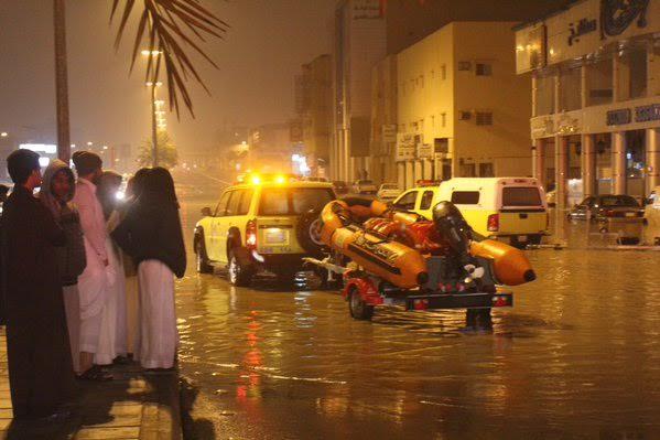 بالصور.. #سابغة تحول شوارع المملكة إلى مغاطس (8)